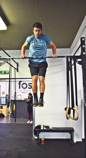 Coach Joe beim Bar Muscle Up in der Crossfit Zillertal Box